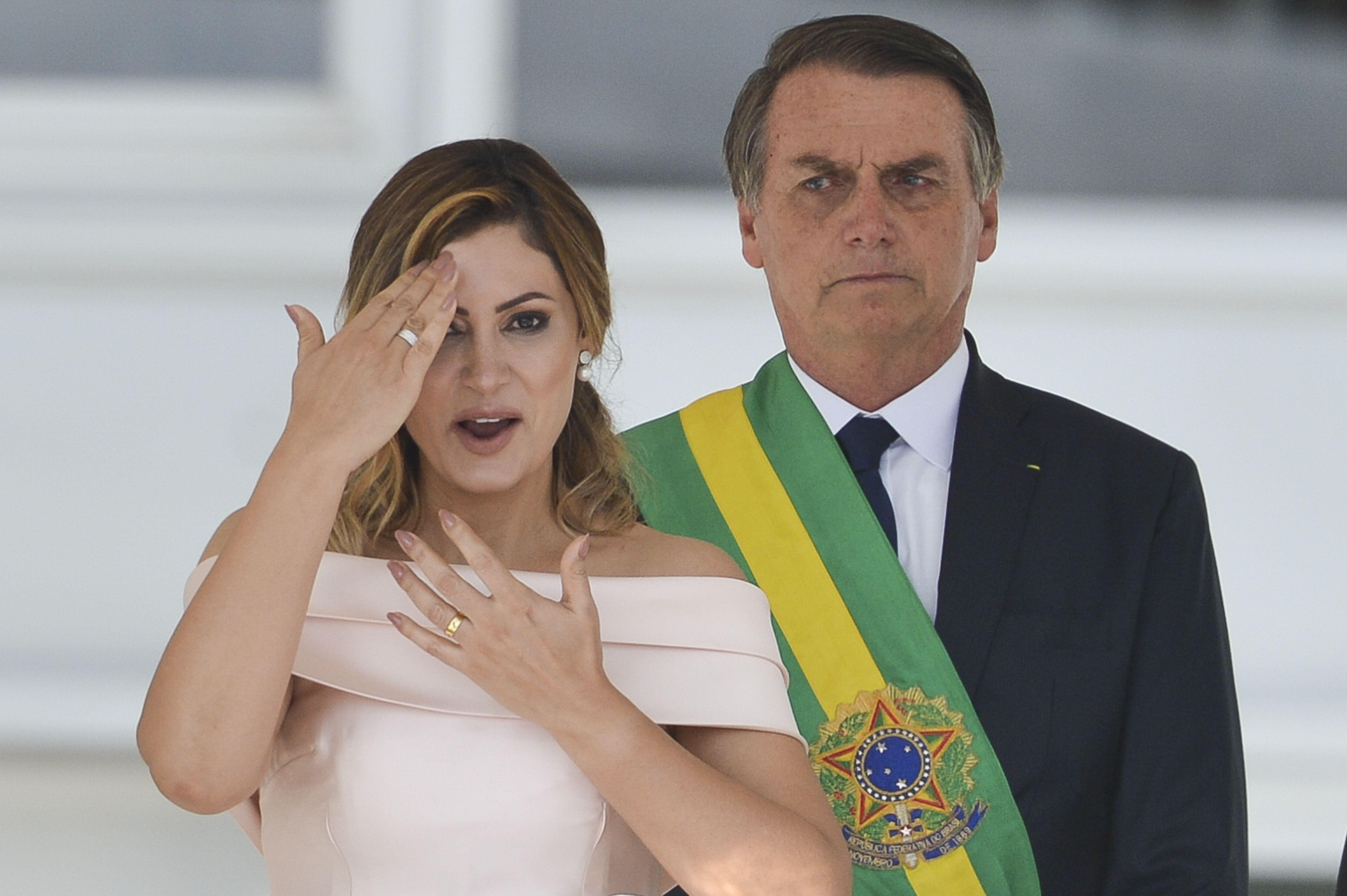 """New York Times reconhece: """"Um ano fatídico começou no Brasil"""""""
