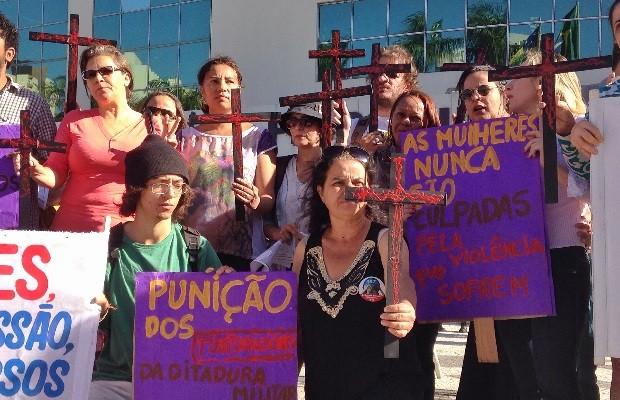 Mortes violentas de mulheres poderiam ser evitadas mas medidas de Bolsonaro só vão aumentá-las