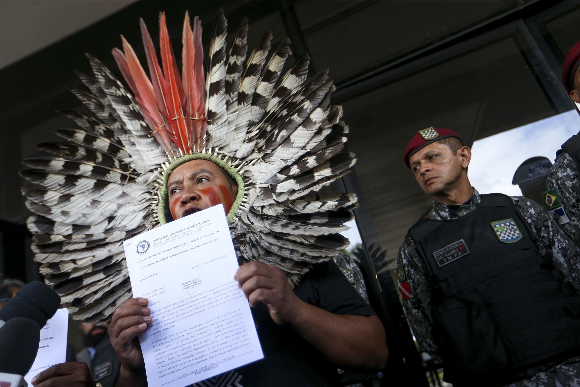 """Indígenas dizem que não vão entregar seus territórios """"para honrar o acordo de Bolsonaro e seus coronéis""""; leia a carta"""