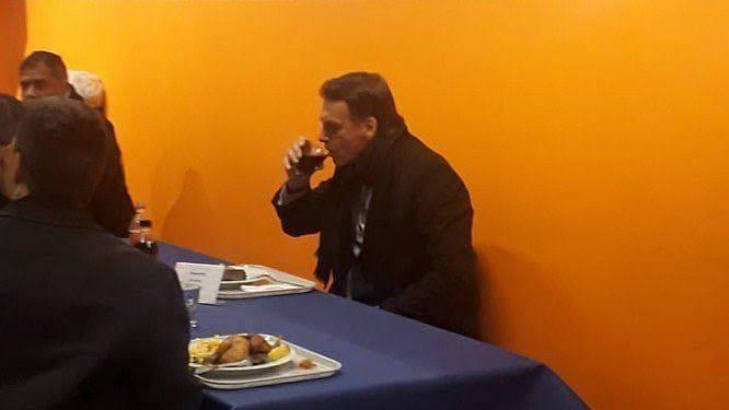 Eduardo Matysiak: Senti pena do Bolsonaro, sozinho, num bandejão em Davos. E você?