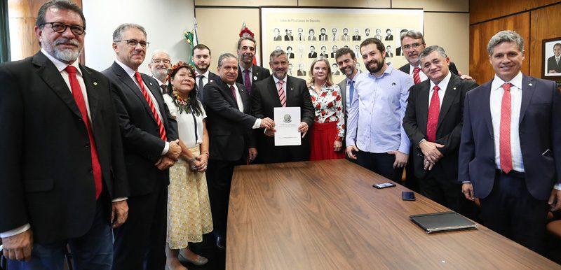 Em defesa dos direitos sociais do povo brasileiro, PT, PSOL, PSB e Rede formalizam bloco de esquerda em oposição a Bolsonaro