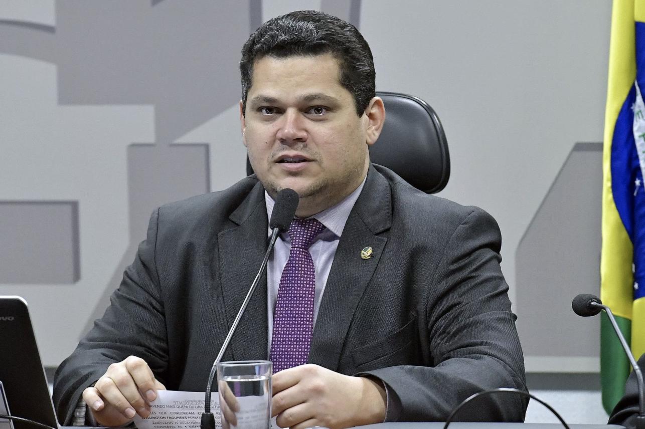 """""""Novo"""", Alcolumbre é mais do mesmo: votou a favor do golpe, da reforma trabalhista e em defesa do mandato de Aécio Neves no Senado"""