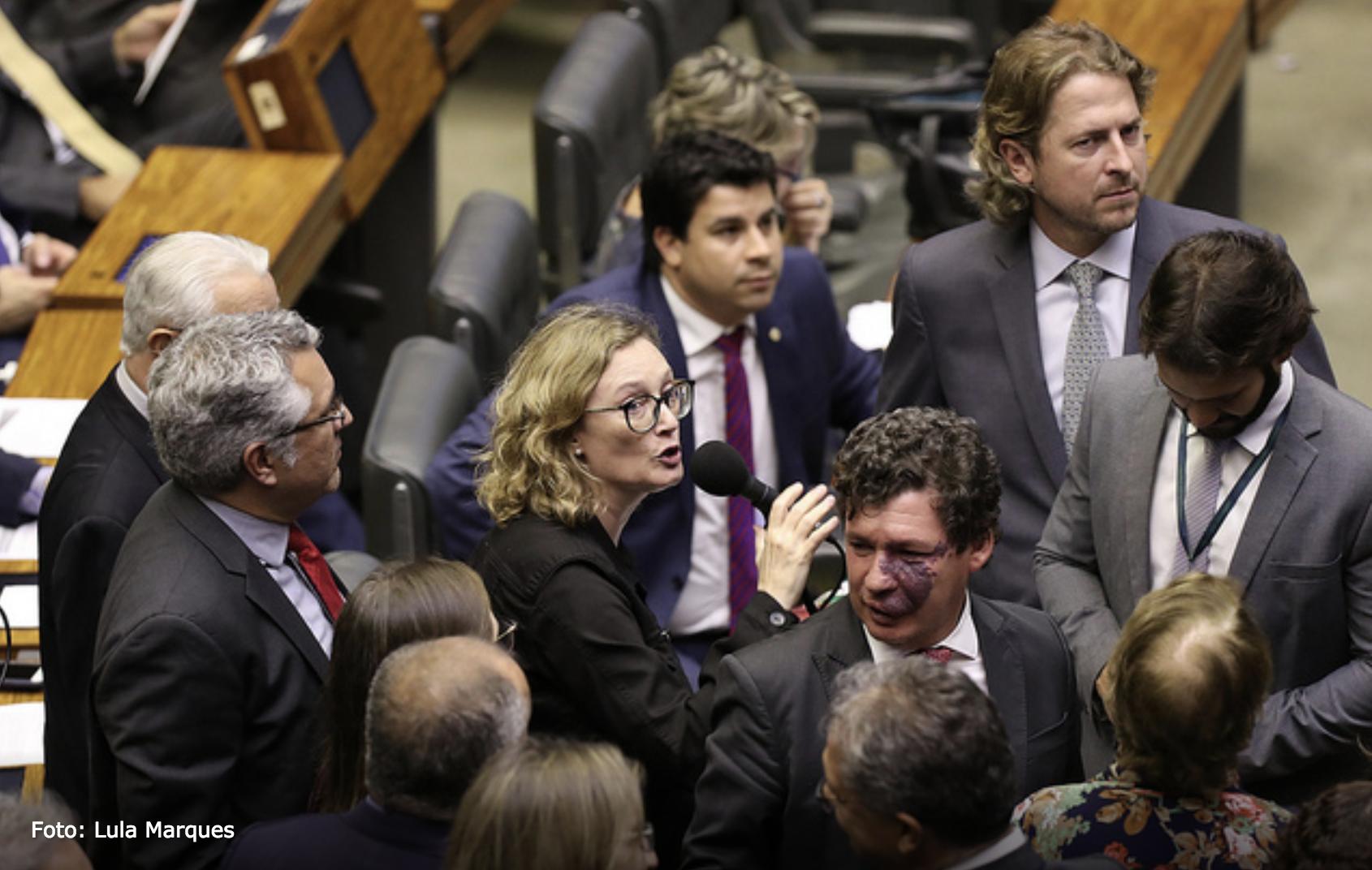 Só o PSL resiste — e decreto de Mourão sobre sigilo de documentos é derrotado na Câmara