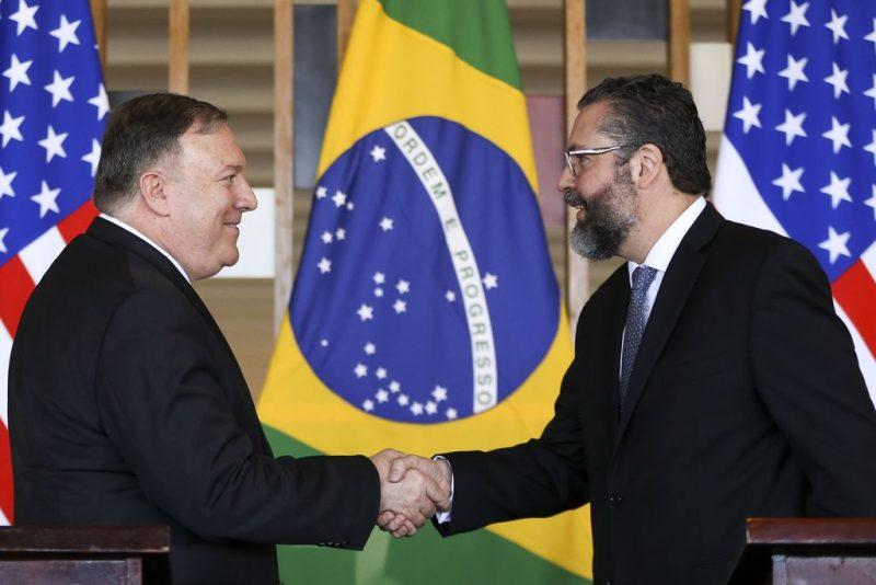 Zeca Dirceu: No governo Bolsonaro, EUA acima de tudo; até isenção de visto para americanos entrarem no Brasil