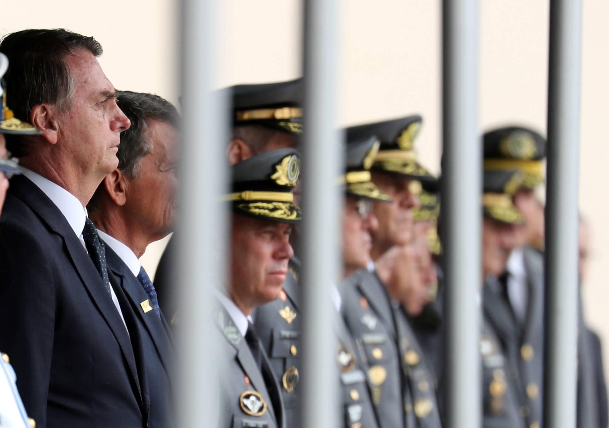 Bolsonaro coloca TV pública para fazer propaganda dos milicos