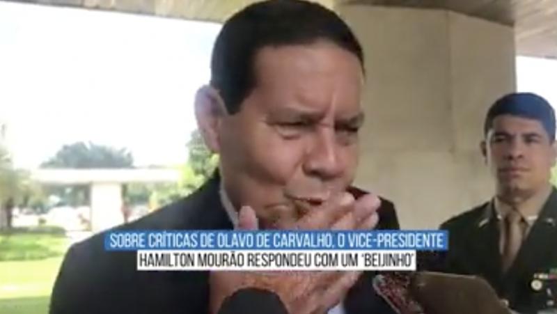 """Olavo diz que militares, """"escravos"""" da mídia, tutelam o governo Bolsonaro; olavete atribui à Kroton pressão sobre o MEC"""