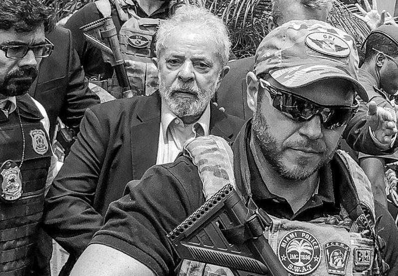 Brito: Lula está preso, babacas, mas vocês são reféns da degradação humana