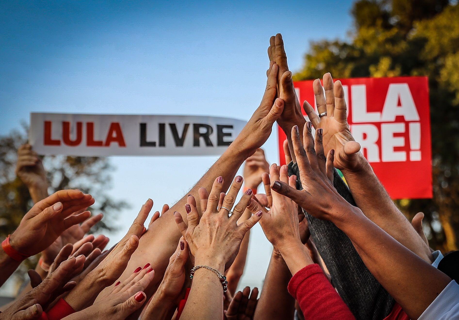 """Carta do povo brasileiro a Lula: """"Sabemos que é inocente e sua prisão, política""""; veja o vídeo"""
