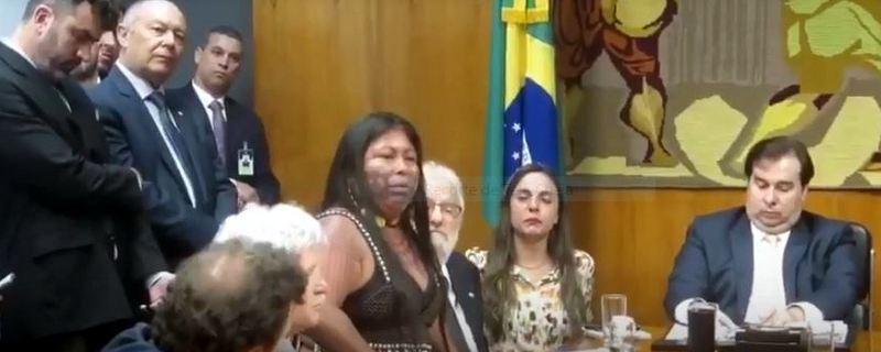 Líder indígena coloca Damares, Vera Cristina, Bolsonaro e Maia no devido lugar; veja o vídeo