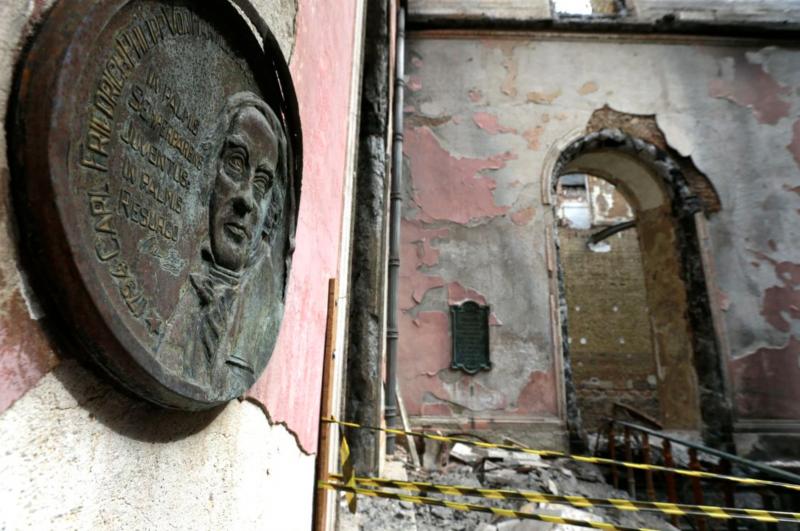 Bilionária brasileira dá R$ 45 milhões para reconstruir Notre Dame e R$ 0 para o Museu Nacional
