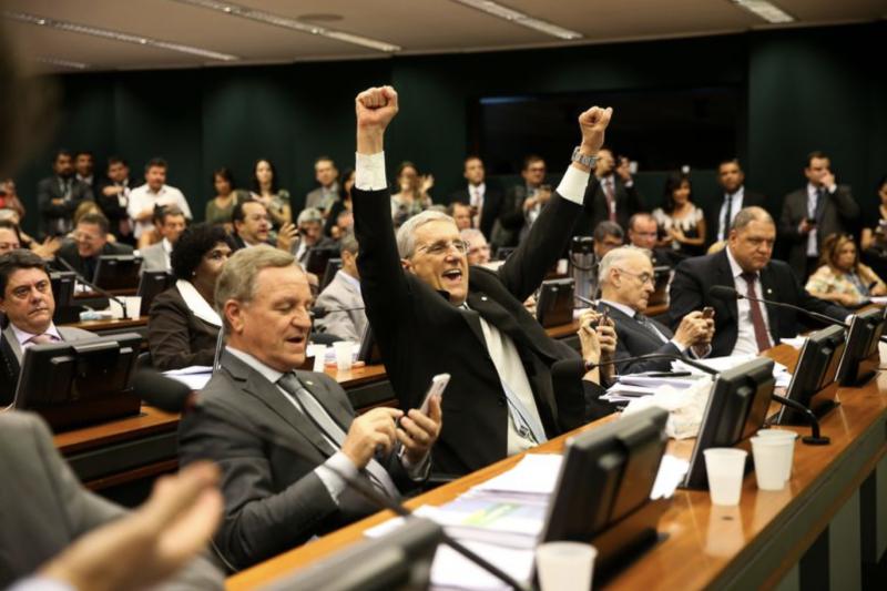 PSTU: Governo compra votos a R$ 40 milhões por cabeça e aprova reforma secreta da Previdência em Comissão de Justiça