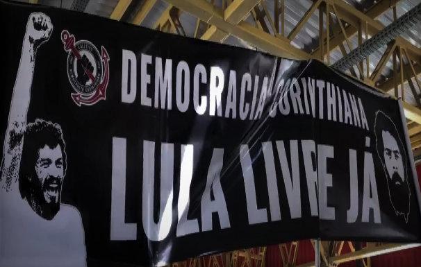 Corínthians campeão, e torcida faz três Lulaços por Lula Livre;  veja vídeos