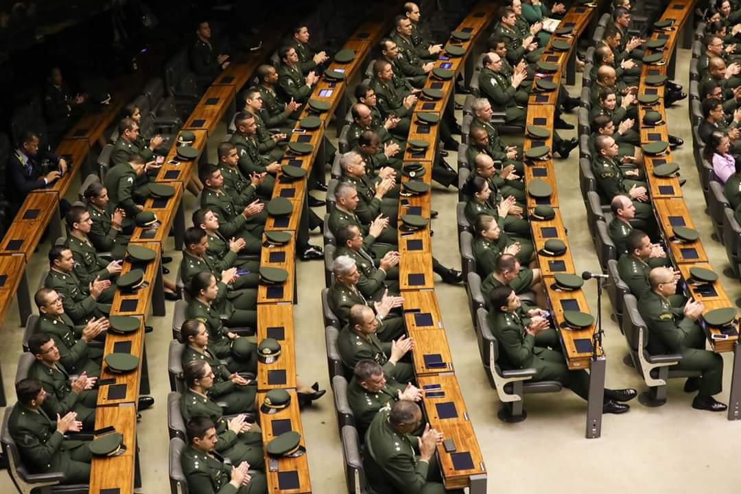 Líder do PT enfrenta ofensiva ditatorial de Heleno e Moro
