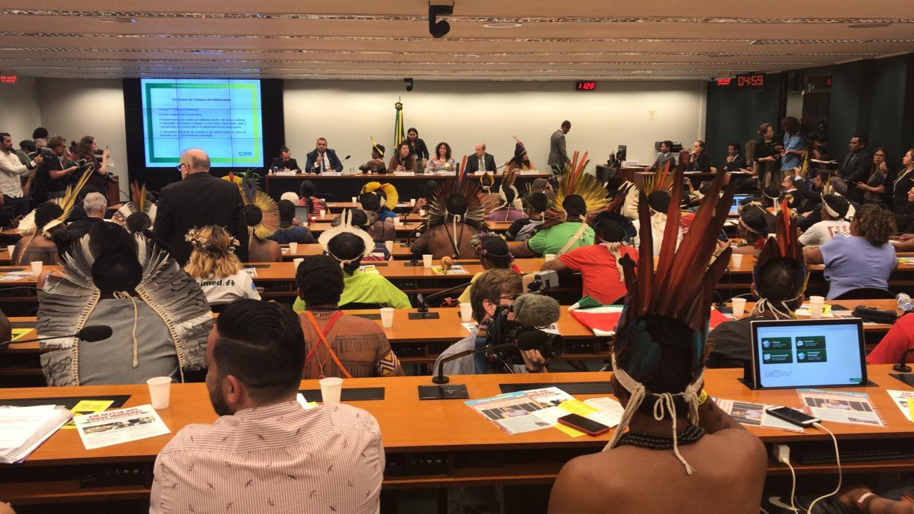 Assista à audiência sobre os direitos dos povos indígenas na Câmara