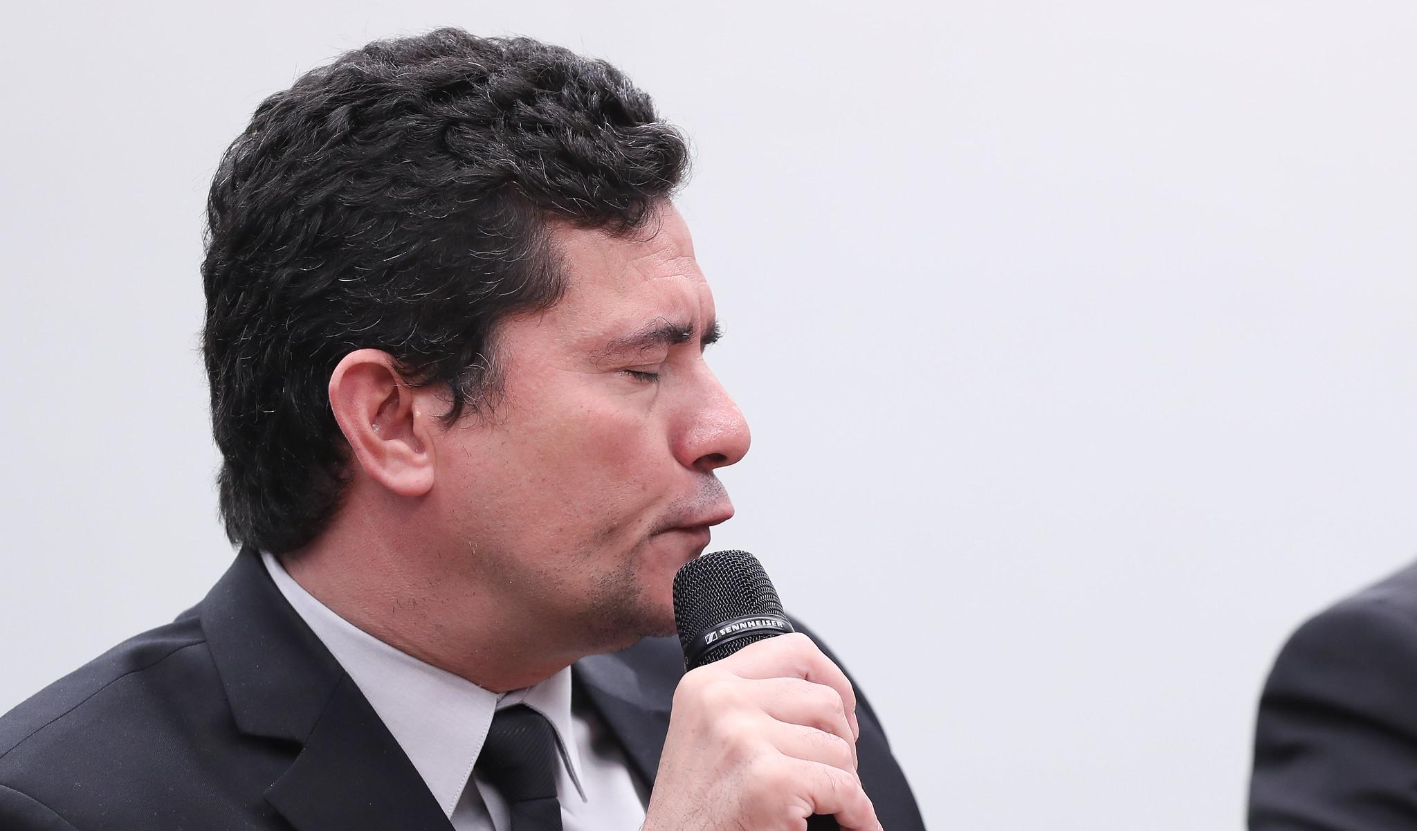 "300 advogados denunciam ""conluio espúrio e ilegal"" entre Moro e Dallagnol"