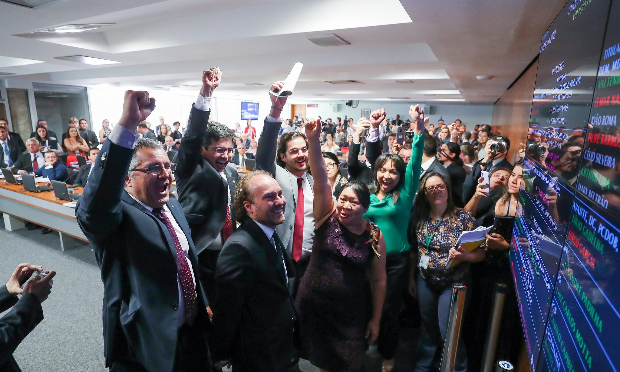Oposição derrota governo Bolsonaro: Coaf pode voltar ao Ministério da Economia e Funai, à Justiça; votação irá a plenário