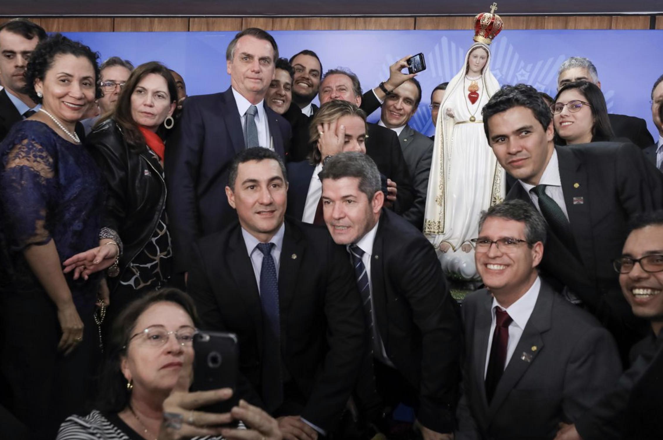 Altamiro Borges: Temendo fiasco, Bolsonaro recolhe arminha e desiste de ir ao ato
