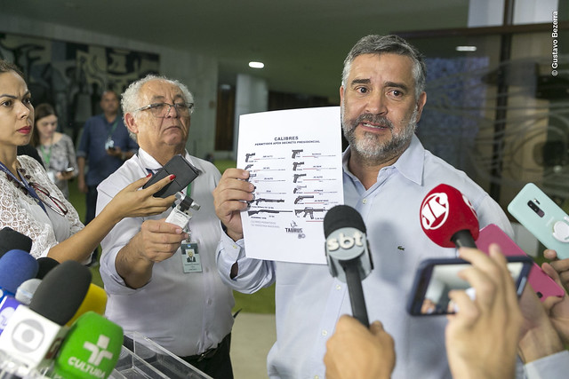 Pimenta: Decreto das armas de Bolsonaro beneficia milicianos, traficantes, assaltantes de bancos e outros criminosos; veja o vídeo