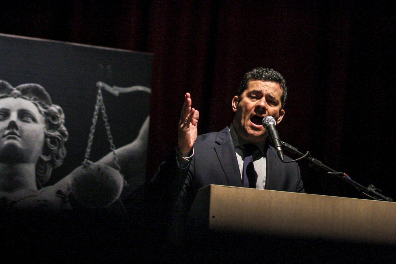 Associação de Juízes repudia fala de Moro: Não tente imputar a toda a magistratura nacional as mesmas ilicitudes que praticou