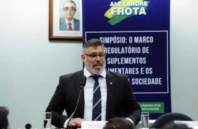 Frota denuncia mamata no governo Bolsonaro: tiraram biógrafo dele de cargo para colocar apaniguado de Éder Mauro