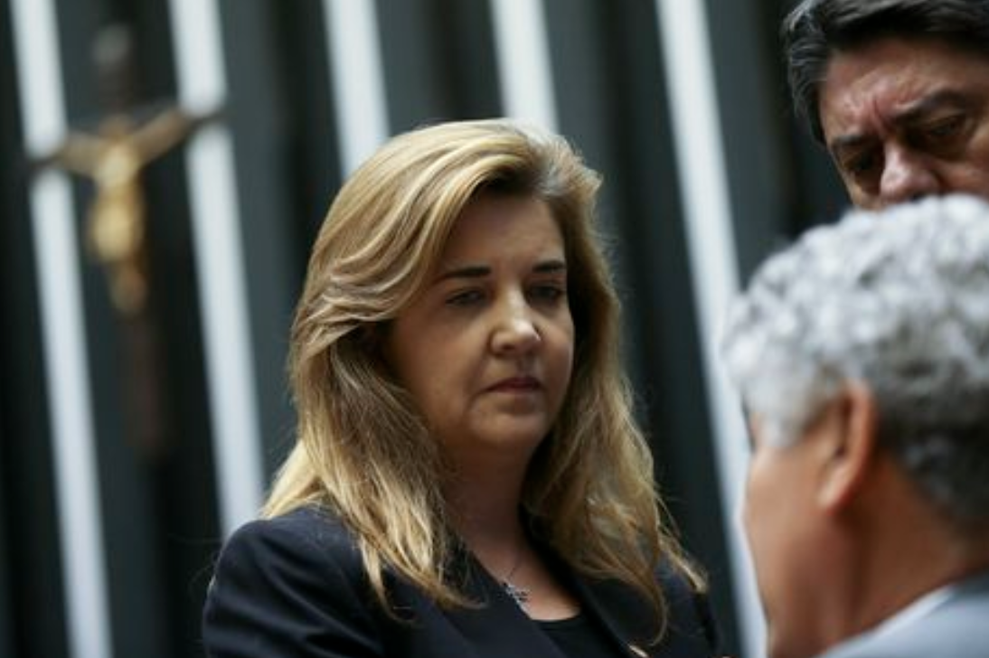 """""""Dono"""" do governo, Eduardo Bolsonaro veta advogada que teve apoio de 10 ministros do STF; vídeo"""