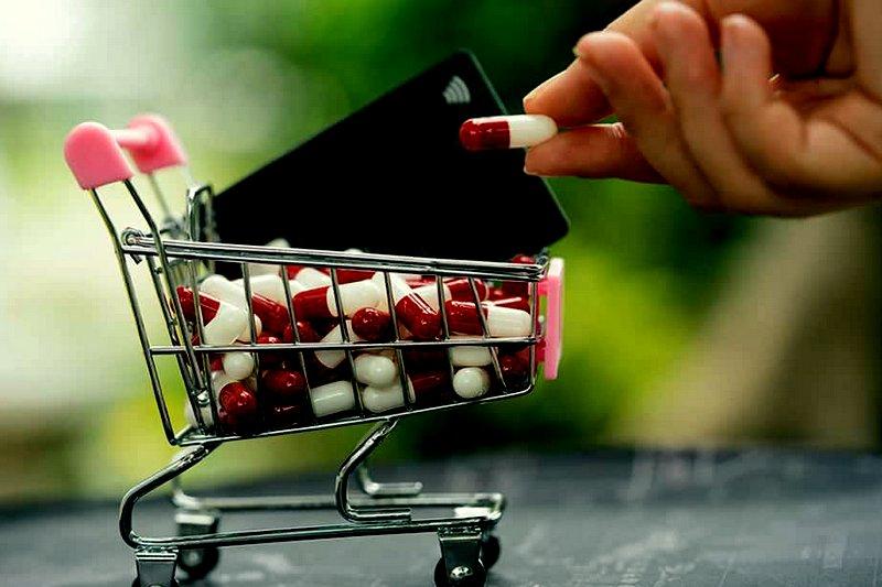 Jorge Bermudez e Ronald Santos: Governo trata venda de medicamentos como se fosse venda de arroz, feijão, laranja