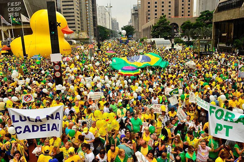 "Dia do pato da Fiesp na Paulista fez Dallagnol e Moro, ""apolíticos"", vibrarem: ""Parabéns a todos nós"""