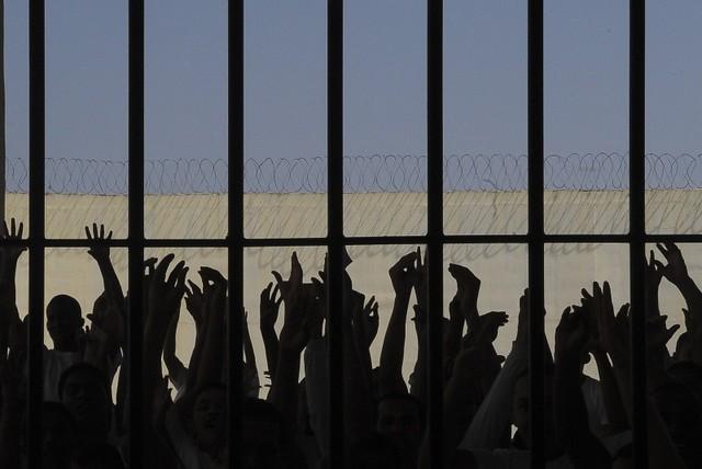 No mundo, é dia de apoio às vítimas da tortura; aqui, Bolsonaro extinguiu mecanismo de prevenção e combate