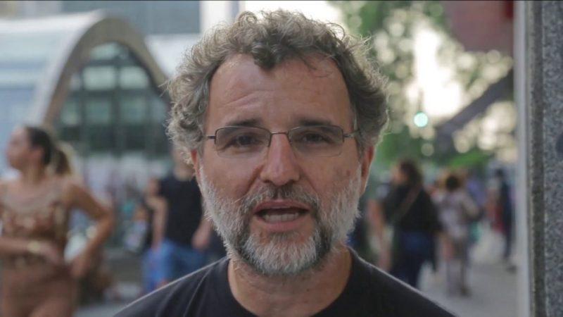 Valter Pomar: Em tempos de guerra, a esperança é vermelha; veja vídeo