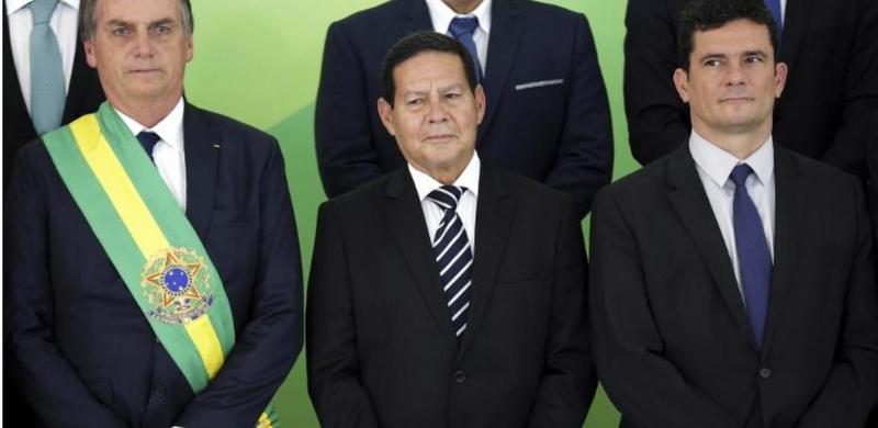 Até açougues teriam pago por disparos em favor de Bolsonaro na campanha, diz a Folha