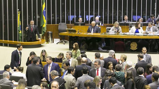 Pimenta conclama bancada evangélica a votar com a oposição contra retirada de direitos de pobres, viúvas, pensionistas e órfãos