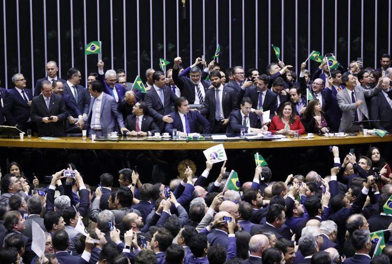 Previdência: Câmara aprova texto que empobrece a população; como cada deputado votou