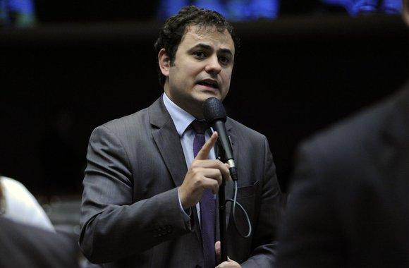 Glauber Braga a Moro: O senhor entrará para a história como um juiz que se corrompeu, um juiz ladrão; vídeo da confusão
