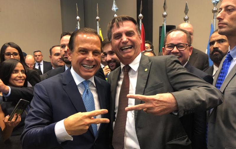 "Duvivier: Pesadelo é Bolsonaro se ""informar"" pelo Facebook"