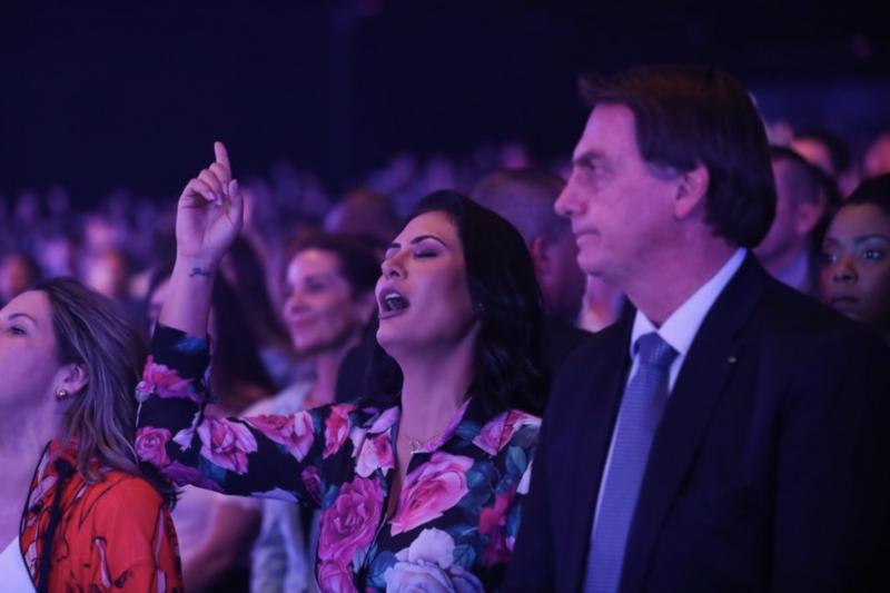 Depois de pouco caso com avó de primeira dama, Bolsonaro faz Michelle de vítima