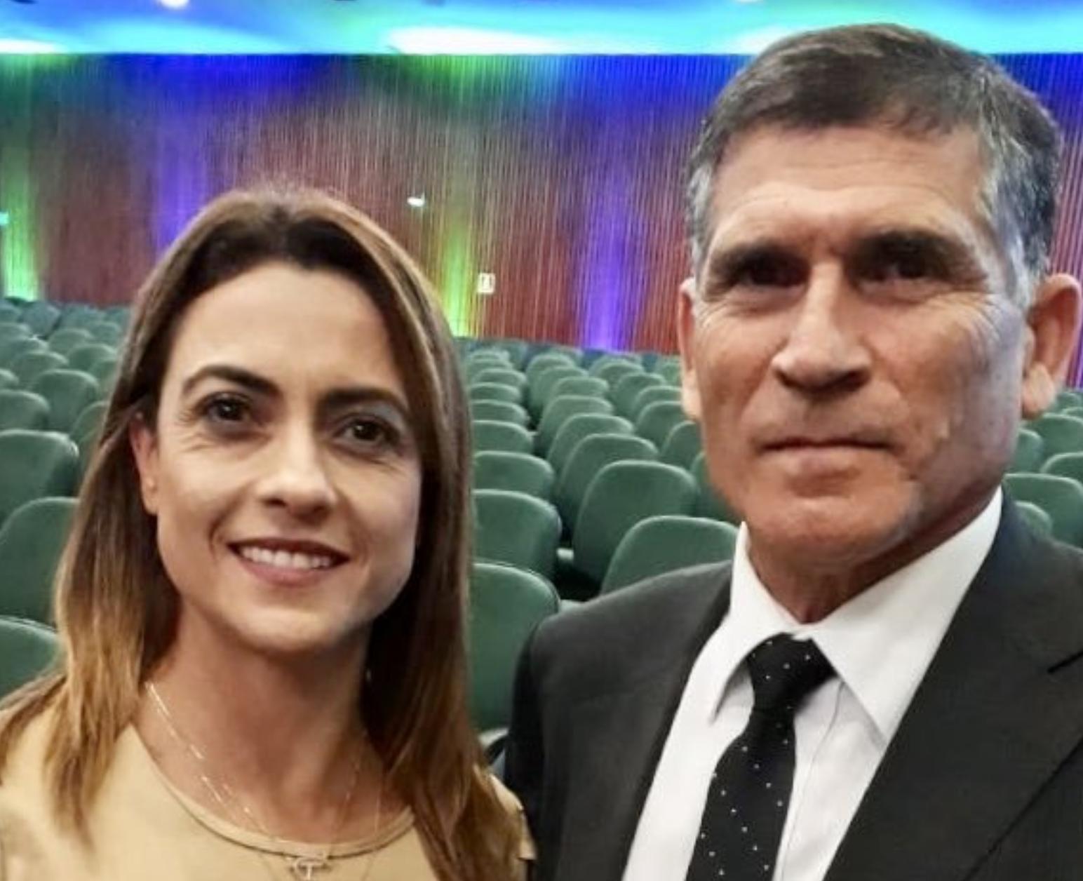 Senadora do PSL viaja e coloca Bonner, Reinaldo e Merval no Partido Nazista