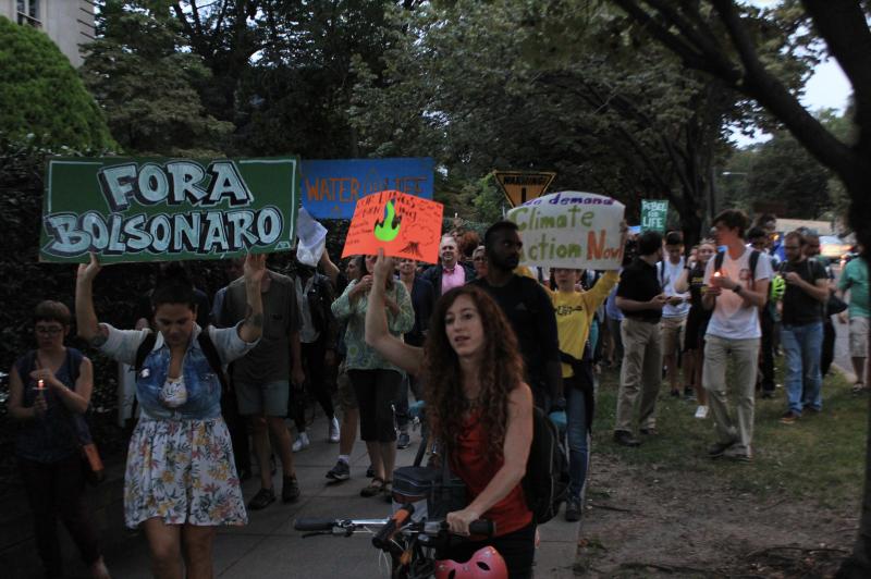 André Sampaio: Nos EUA, que Bolsonaro ama, sanções à carne e soja brasileiras são vistas como arma para detê-lo
