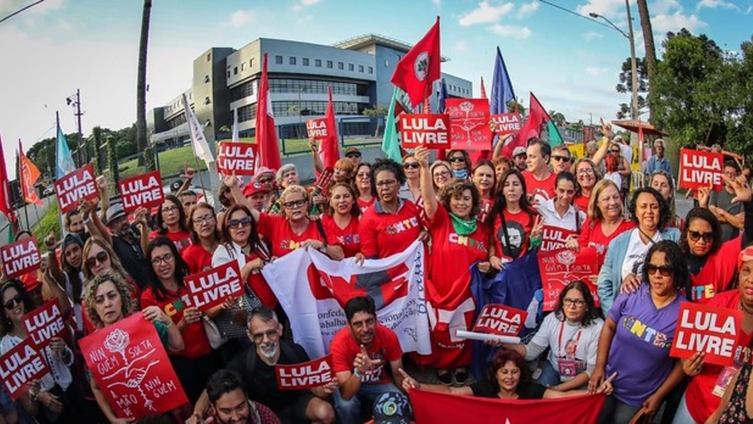 Rodrigo Vianna: Todo o debate agora sai dos diálogosda VazaJato para o local correto da prisão de Lula