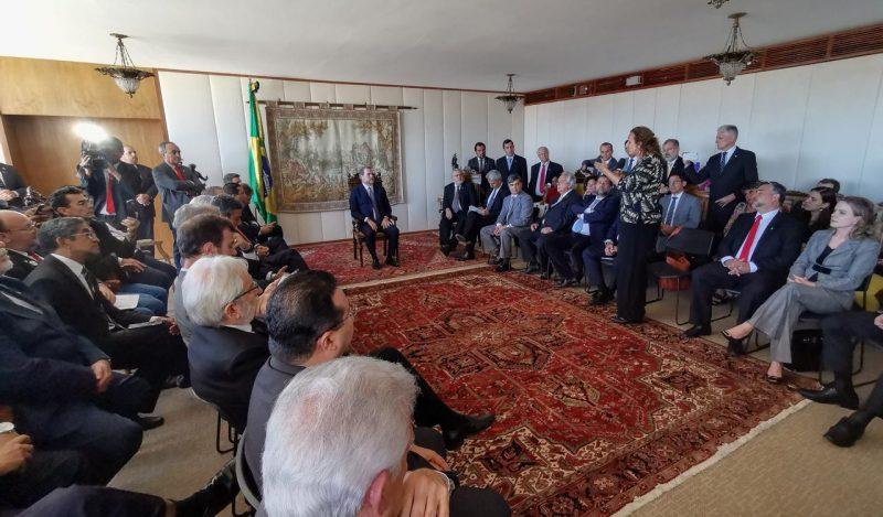Mais de 70 parlamentares de 12 partidos foram a Toffoli denunciar a perseguição a Lula; veja como foi a reunião