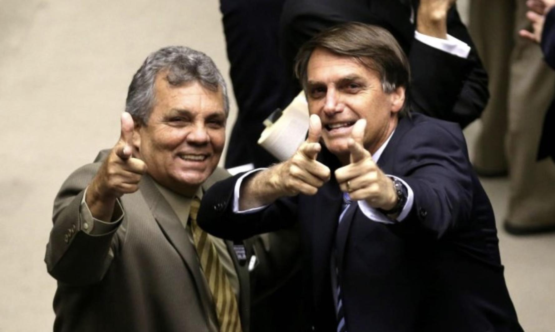 """Procuradores que """"trabalharam"""" por Bolsonaro convocam manifestação contra indicação de novo PGR"""