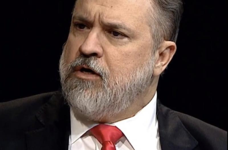 Aragão, sobre novo PGR: Dos braços de Jaques Wagner para os de Bolsonaro