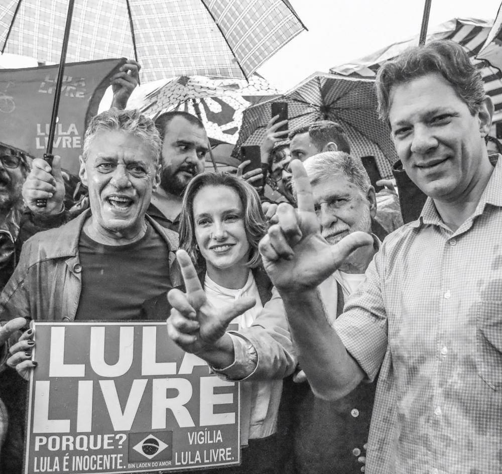 No encontro de Chico Buarque e Celso Amorim com Lula, uma pequena discordância entre o chanceler e o ex-presidente; vídeo