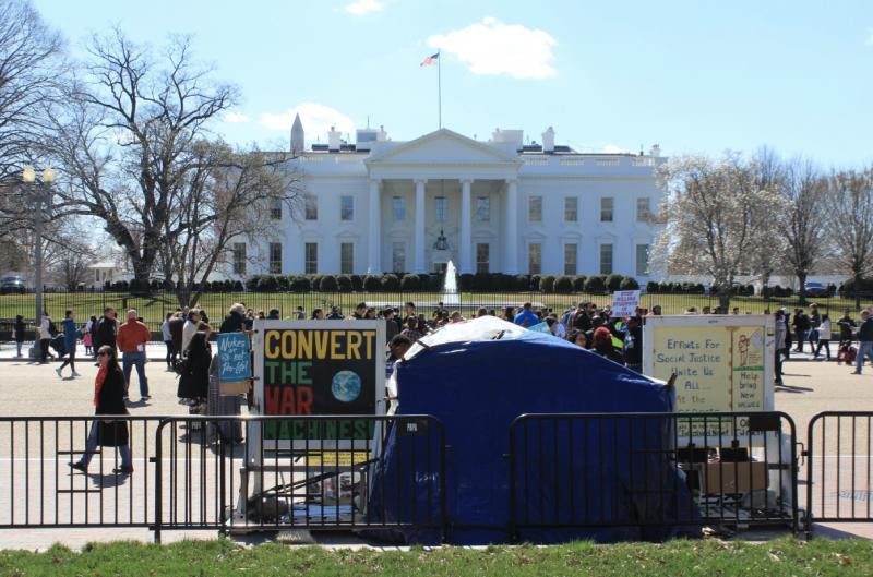 André Sampaio: Vizinho quer tomar a casa de Trump alegando baixo comparecimento nas eleições