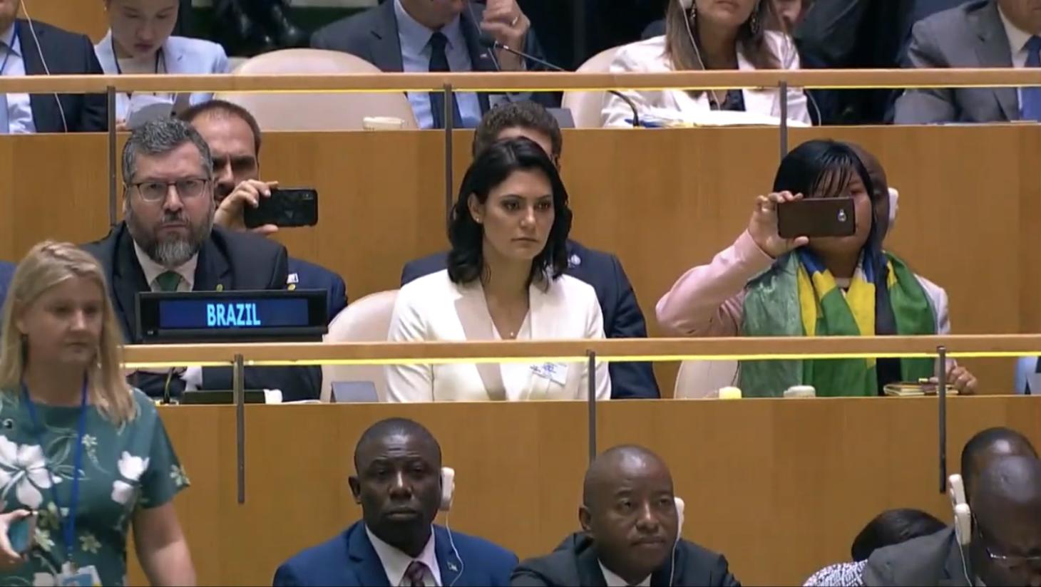 Bolsonaro diz na ONU que aprovará mineração em terras protegidas e usa youtuber para provocar racha entre indígenas brasileiros; íntegra