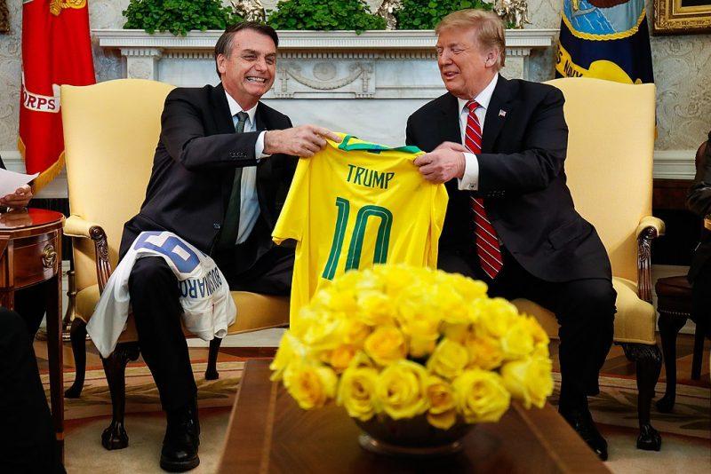 Trump escolhe o golpe postal para se manter na Casa Branca, antecipando 2022 no Brasil