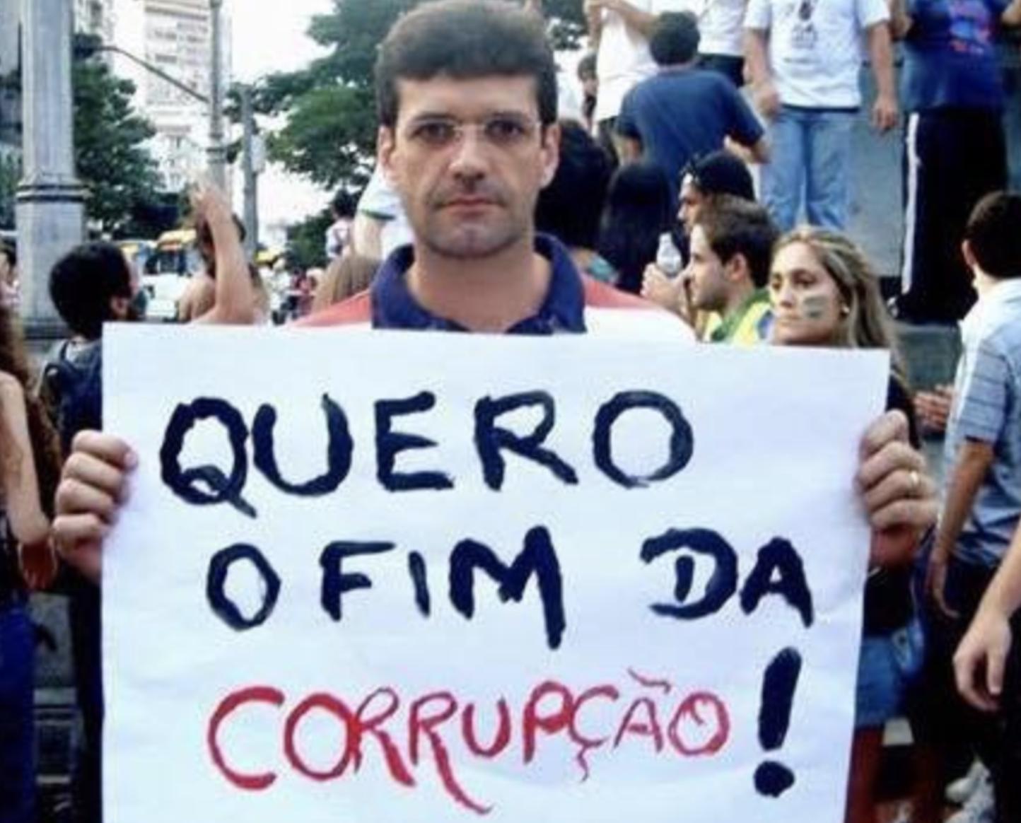 """Bolsonaro manda """"esquecer"""" PSL para botar a mão em milhões de fundo partidário do PSL"""
