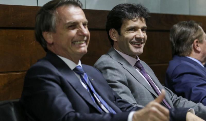 Bolsonaristas dizem ter nojo do laranjal, mas Bolsonaro mantém ministro do laranjal de Minas no cargo