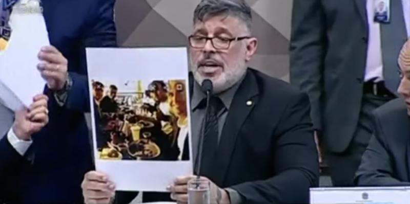 """Frota nomeia três do """"gabinete do ódio"""" e acusa Carlos Bolsonaro de comandá-los com dinheiro público; vídeo"""