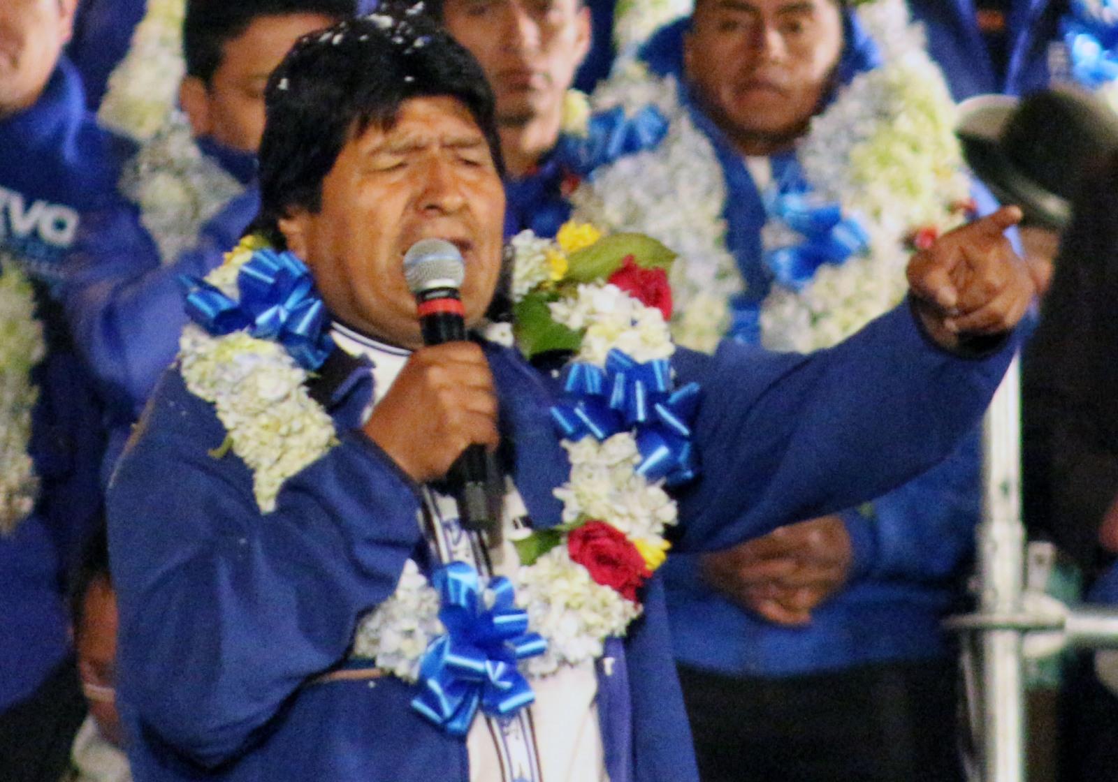 Daniel Giovanaz, de Santa Cruz de la Sierra: Evo sobe o tom, acusa oposição e militares de planejarem um golpe caso ele vença; vídeo