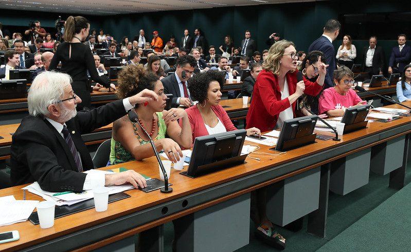 Presidente da CCJ ofende Maria do Rosário e leva tunda histórica:  'Chatos e chatas derrubaram mais um golpe na Câmara'; vídeo